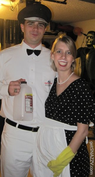 The milkman and 50s housewife - DIY halloween costume @getSNAZZY